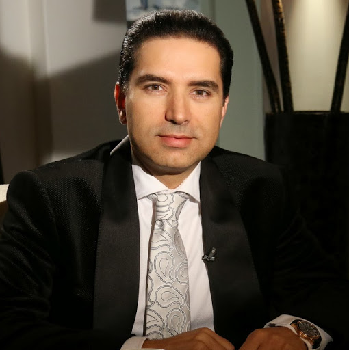 Dr Tarick Smaili,Cosmetic Plastic Surgeon